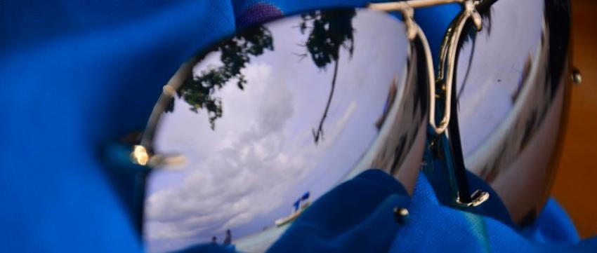 Sonnenbrille am Bira Strand auf Sulawesi