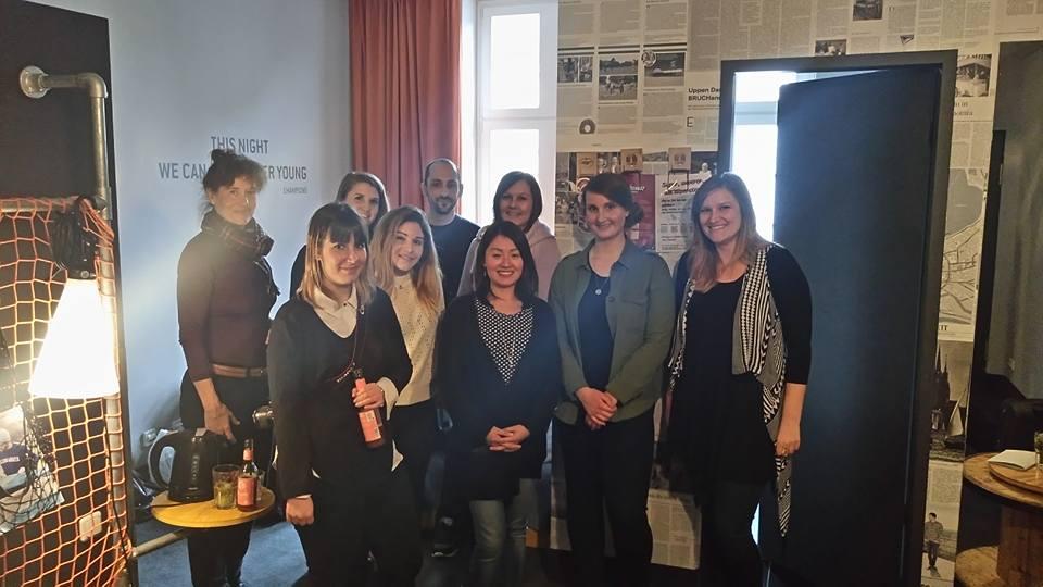 Teamfoto mit anderen Reisebloggern und GoEuro Mitarbeiter auf der Social Media Week 2017 in Hamburg
